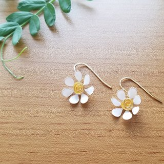 white daisy pierced earrings or clip-on earrings