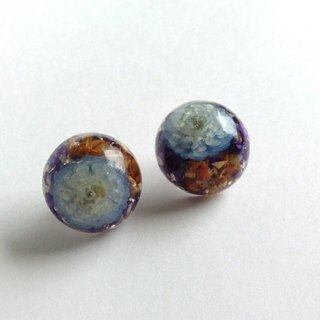 Semicircular pierced earrings(earring) with confined three dry flowers deep blue