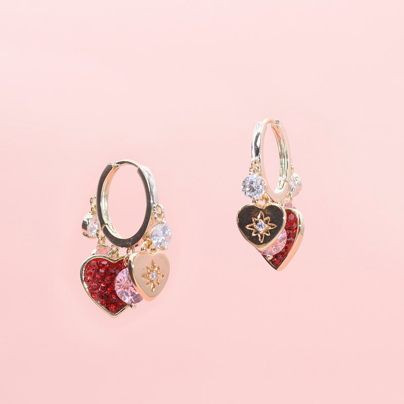 Crushed stone heart-shaped tag hoop earrings