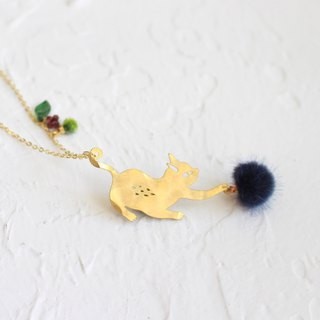 Naughty Cat hammered brass golden necklace Gift for cat lovers I Story_fly away
