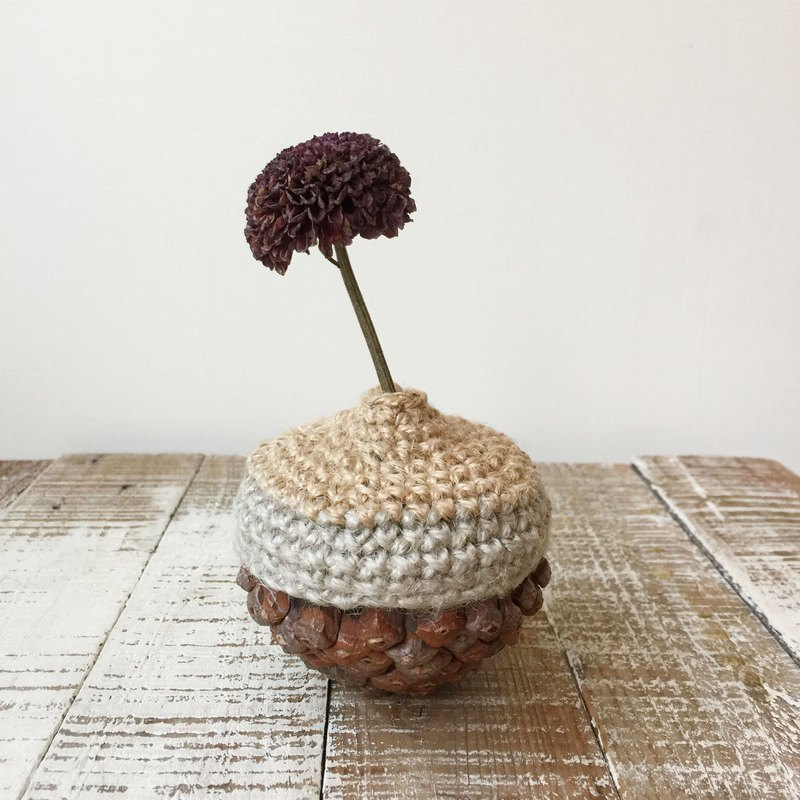 Pine cone two-color woven flower plant / dried flower / acorn / natural material