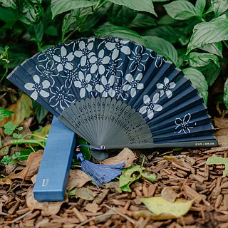 Zhuo also blue dyed - blue dyed handmade folding fan (tungsaw type dyeing)