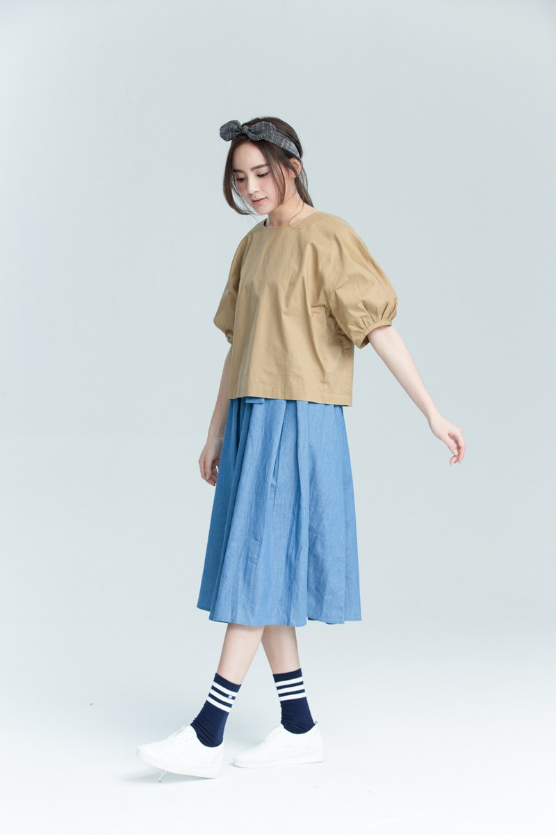 Spring and summer simple sleeved shirt