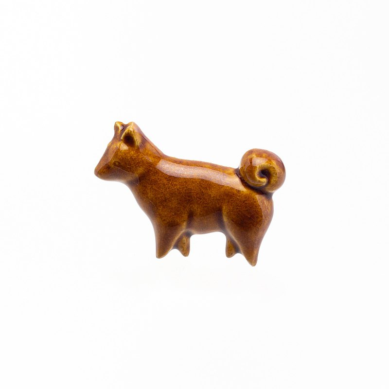 Pottery brooch dog (rainy)