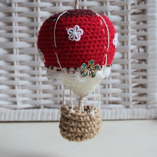 Amigurumi crochet doll: red colorful hot air balloon