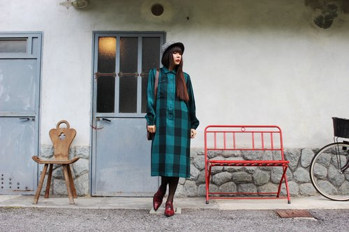 F3046 [Vintage dress] {} French-made standard in green plaid long-sleeved wool dress (Made in France)