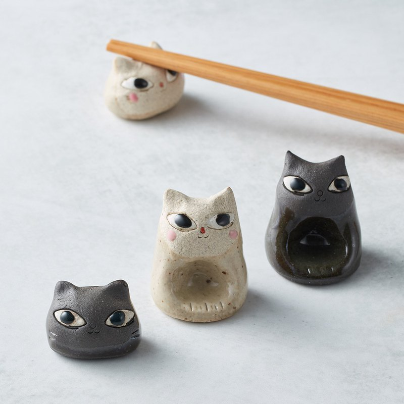 There is a kind of creativity-Japanese Mino yaki-Pottery hand-made chopstick holder-Cat seat-Black