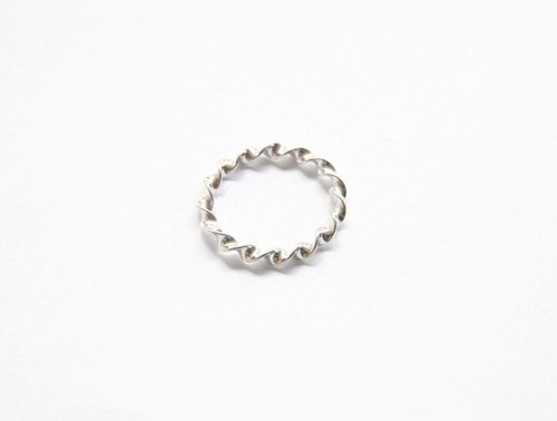 Ni.kou sterling silver ring