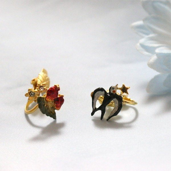 Swallow & Strawberry Knight Strawberry / Earrings PA 132