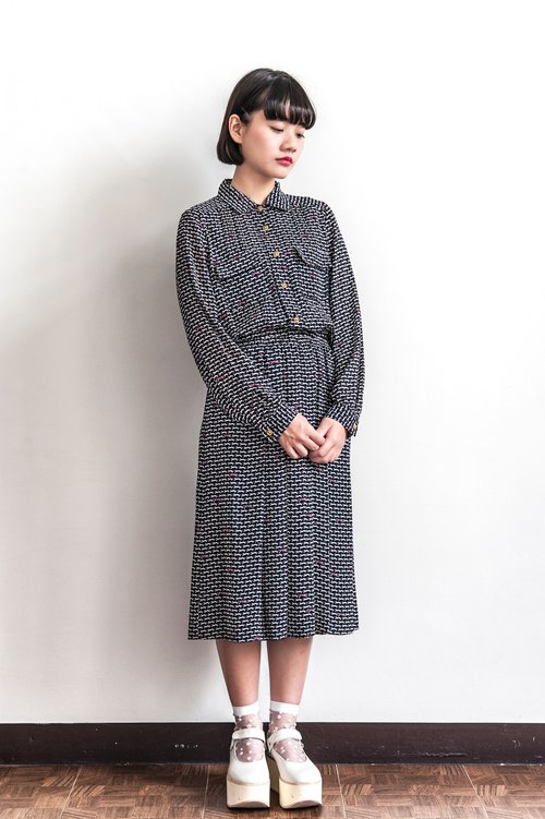 Vintage running little leopard with long sleeved dress