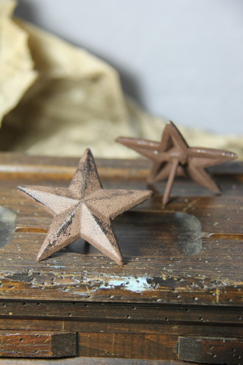 American-style star-shaped iron nails made in U.S.A.