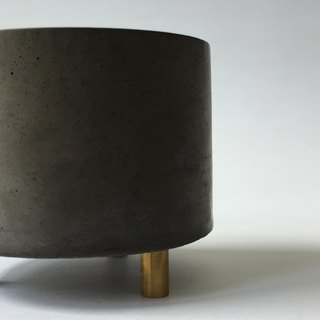 FENEN -Black Concrete Multi-use Pot with brass legs –Round