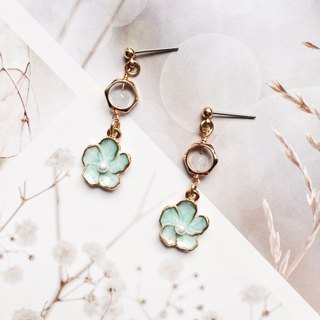 La Don - Earrings - Mint Green Flower - Ear/Ear clip
