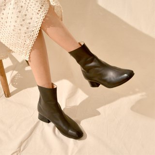 Square ankle boots all black