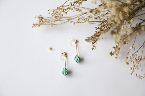 NEW / Lake green pierced Komatsu ball hanging ear acupuncture / clip earrings