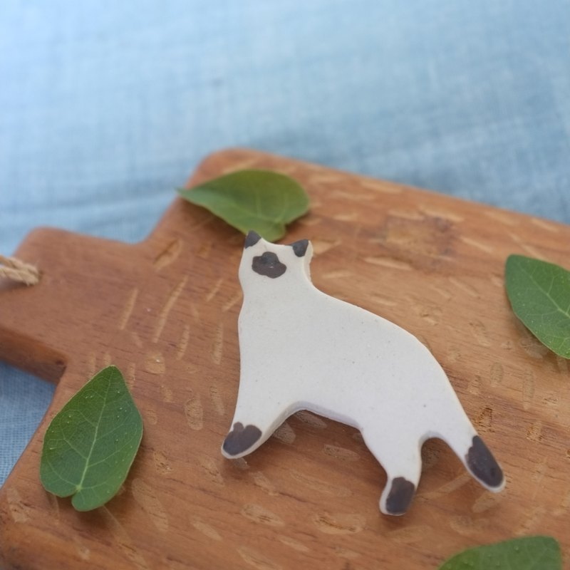 Siamese cat / ceramic brooch / handmade