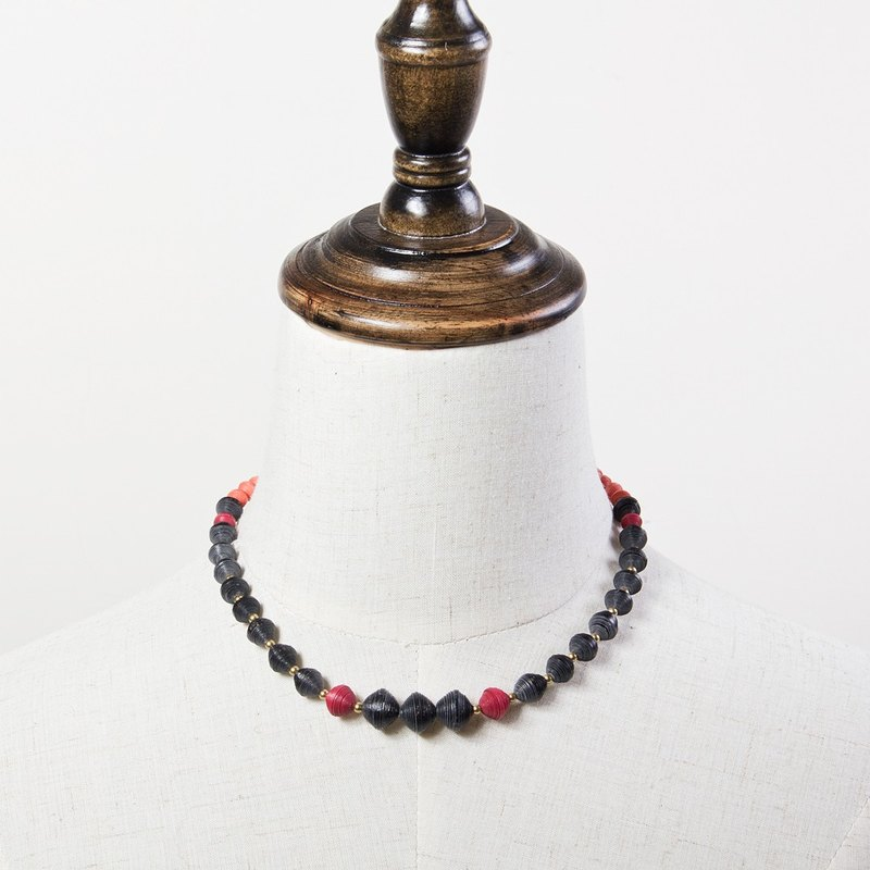 Mixed color bead necklace