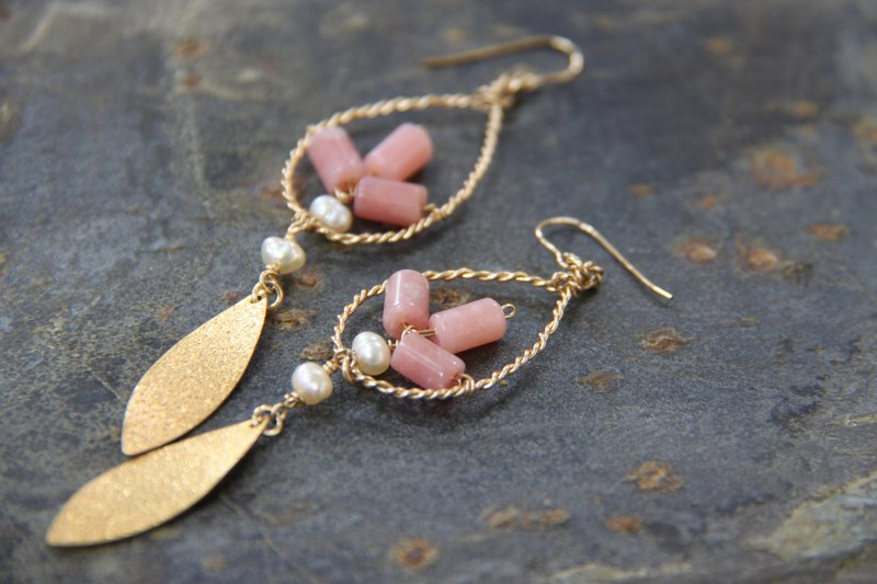 Such as autumn and winter pink opal & Japanese expensive accessories 14K gold earrings Christmas gifts exchange gifts