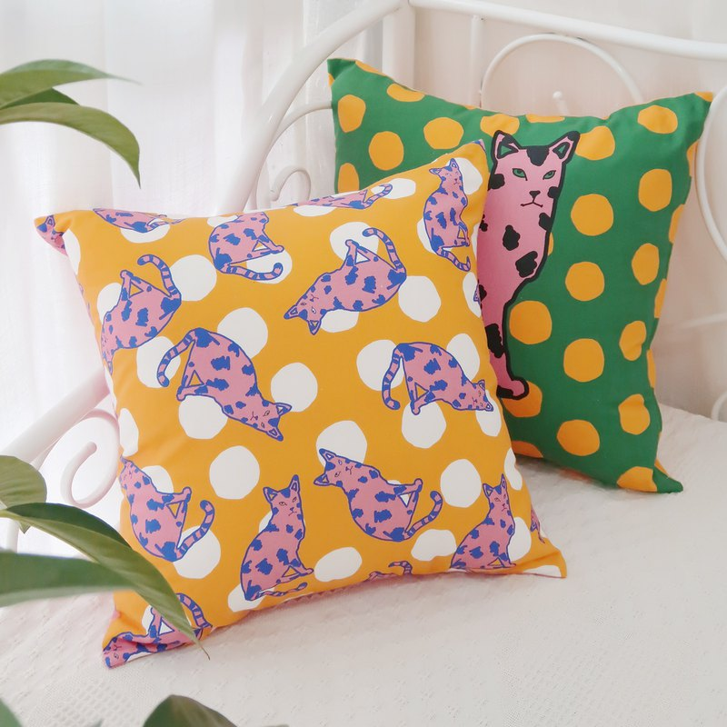 Original design hand-painted cat dot print pillow cushion