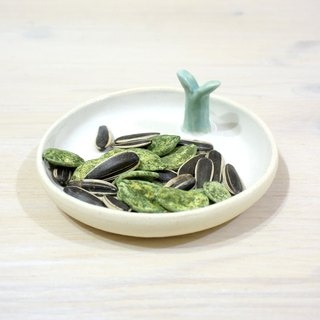 [Is] a good small dish of bean sprouts _ ceramic tableware