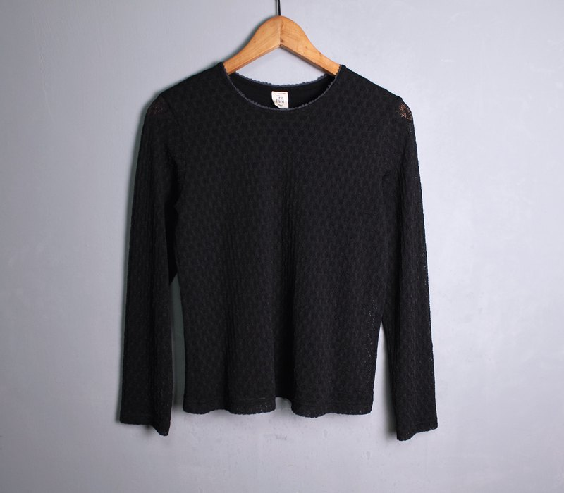 FOAK vintage / black / geometric hollow crochet top
