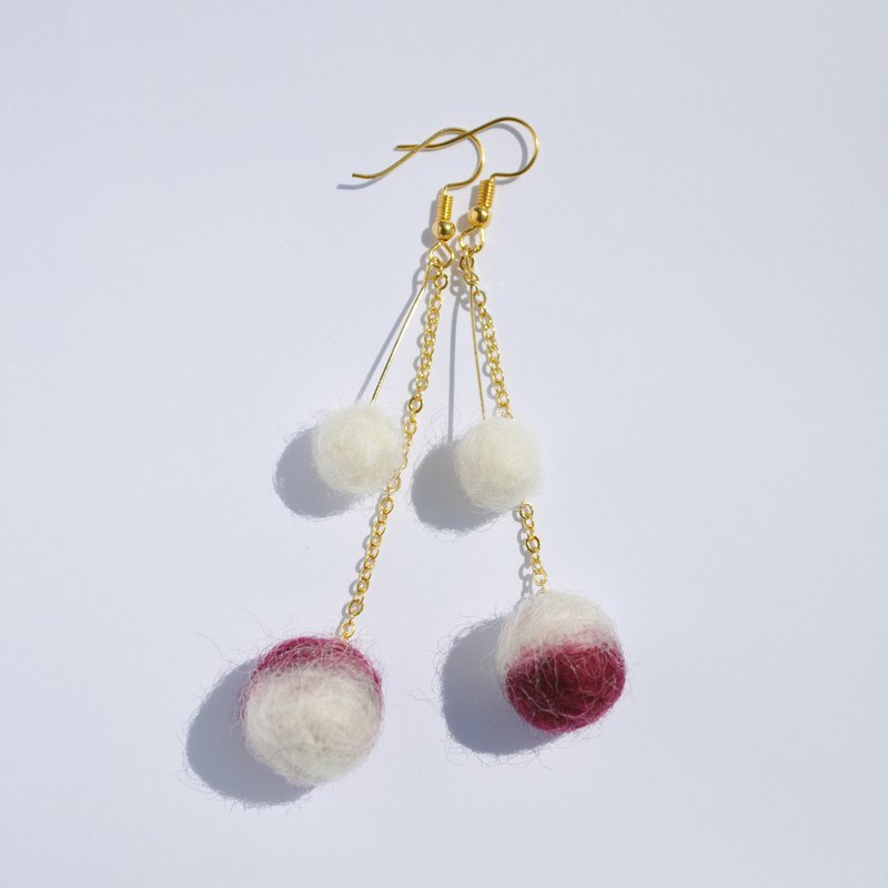 Two-tone wool felt earrings