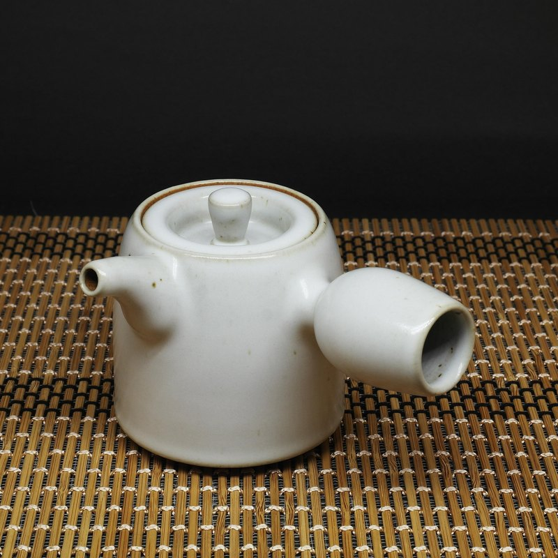 Run white glaze curved mouth barrel side teapot hand made pottery tea props