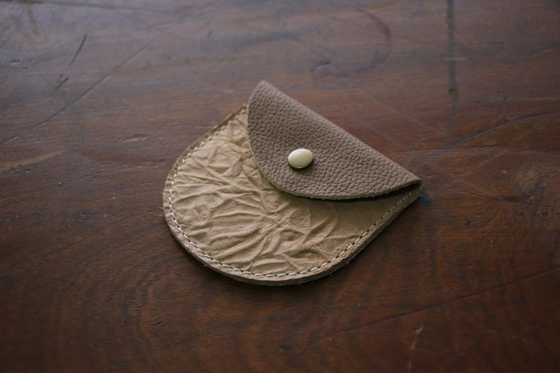 Semi-circular purse | cowhide | beige embossing