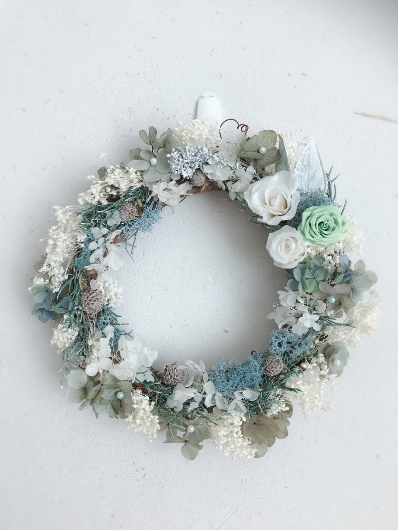 Valentine's Day / Valentine's Day flower wreath / cool early summer