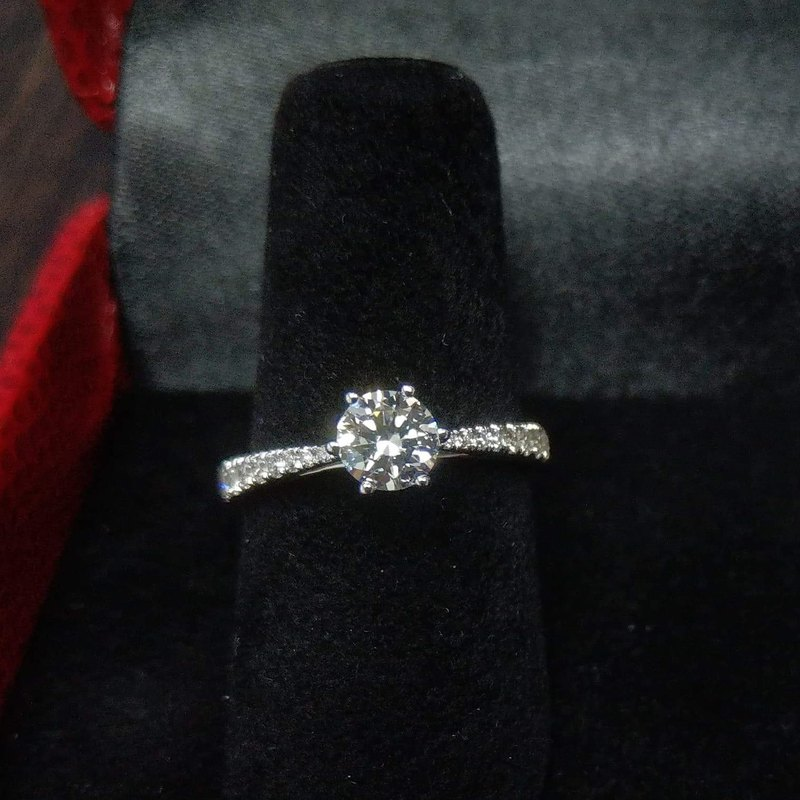 0.5 card 18K gold cultivation diamond ring (good environmental goods for the earth) Small gift