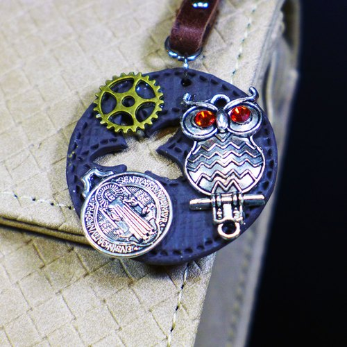 [Saturn] wall vintage style leather-texture matte dark brown owl sanctions keychain | Personalized Party Series: Trial | [Saturn Ring] This is Party: Judgement | Fimo metal composite creation. Waterproof material. Necklaces can be changed