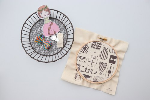 Small heart illustration embroidery material package