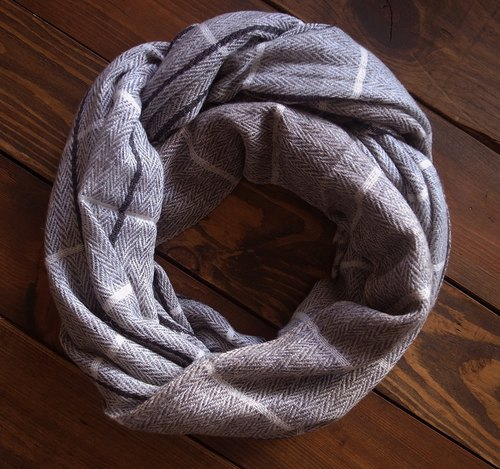 [Music] tempo Kashenmier wool scarf / shawl Hand made in Nepal (light gray checkered _ + light brown)