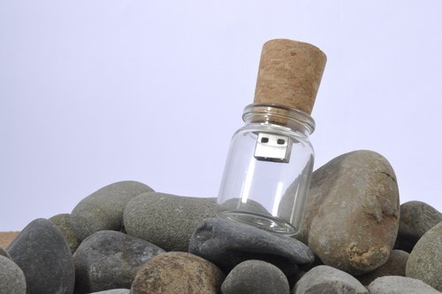 Bottle letter CI style flash drive 8GB + single-sided Ray carving