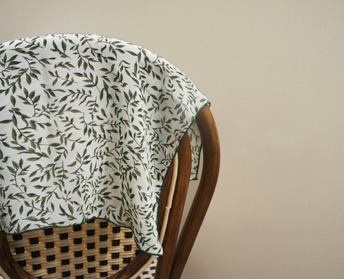 Fresh leaves scarf