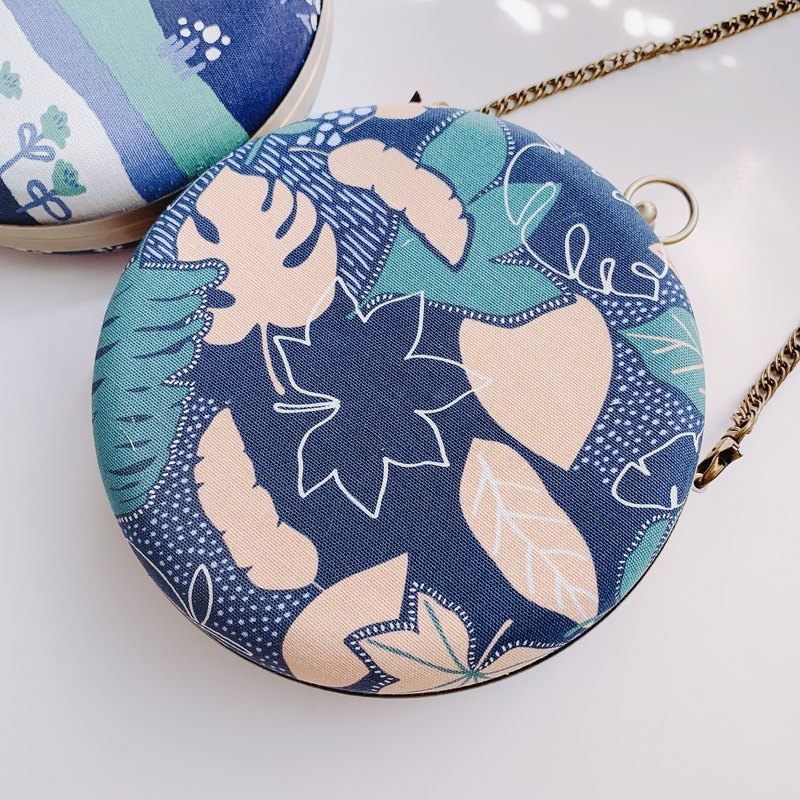 Blue and green leaf small round bag - can be taken by hand / crossbody