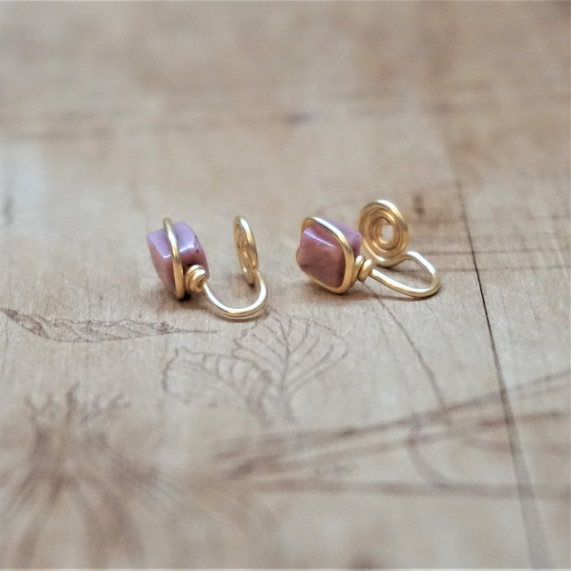 << Gold wire frame ear clip - rose stone >> 4mm square rose stone (with ear needles)