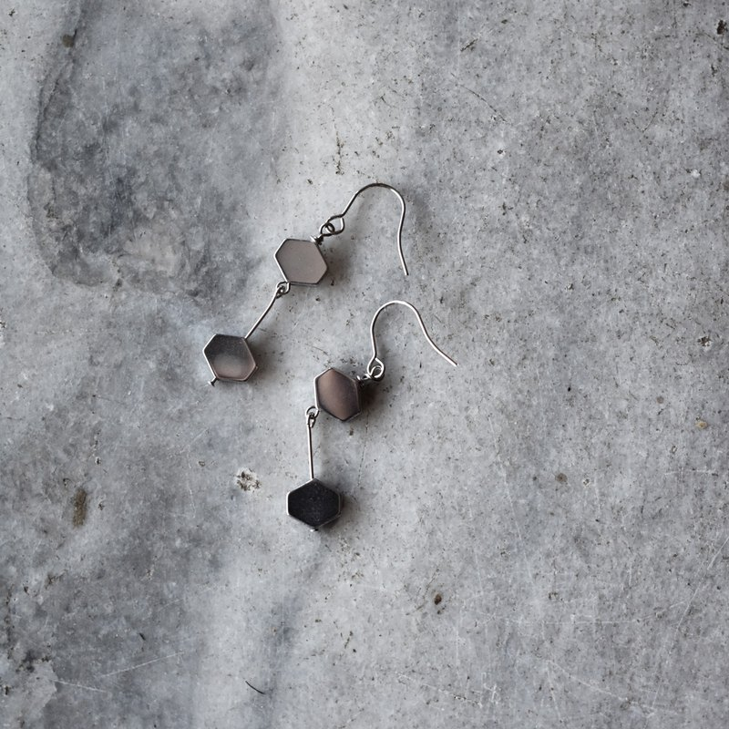ZHU. Handmade earrings | Hexagon energy stone (gift / black gallstone plating / ear clip)