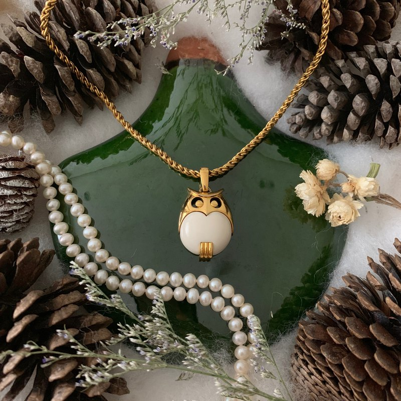 Trifari adorable white x gold tone owl necklace