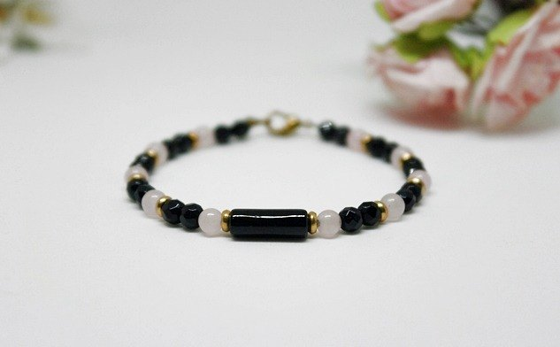 Natural stone bracelet _ x brass button black powder line