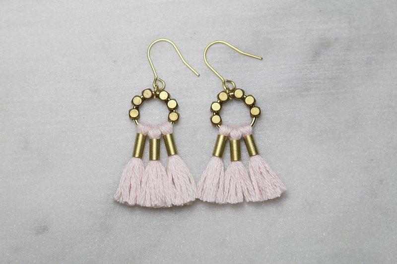 // VÉNUS fringed brass earrings cherry blossom powder // ve178