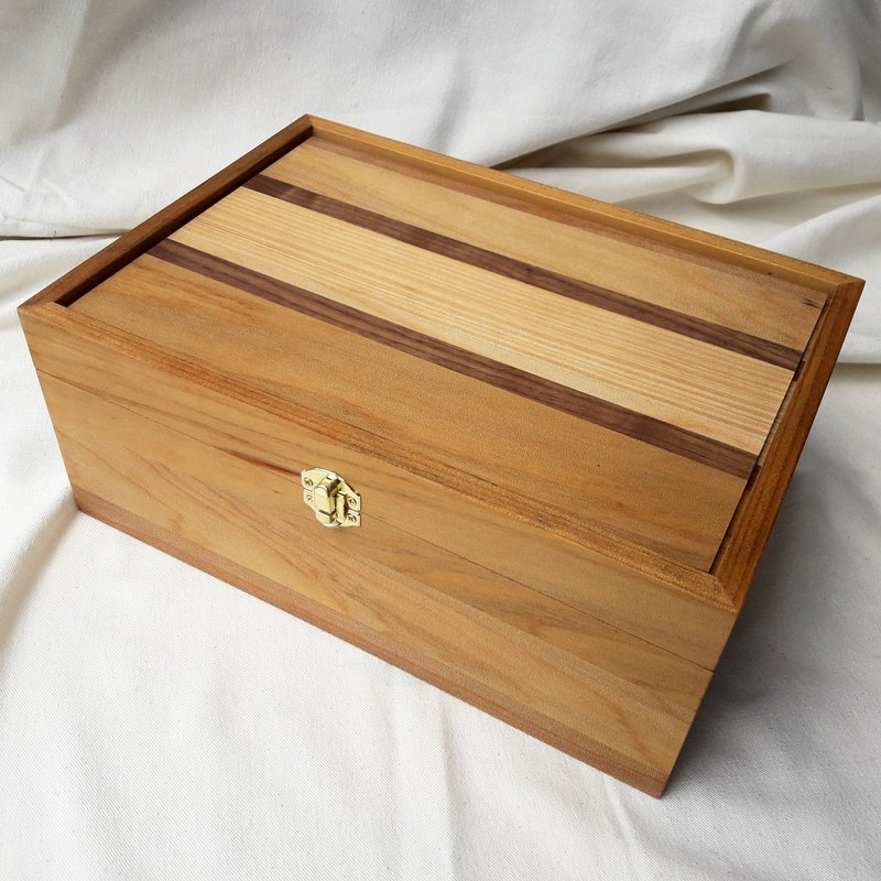 【Original wood】 two color products _ treasure box