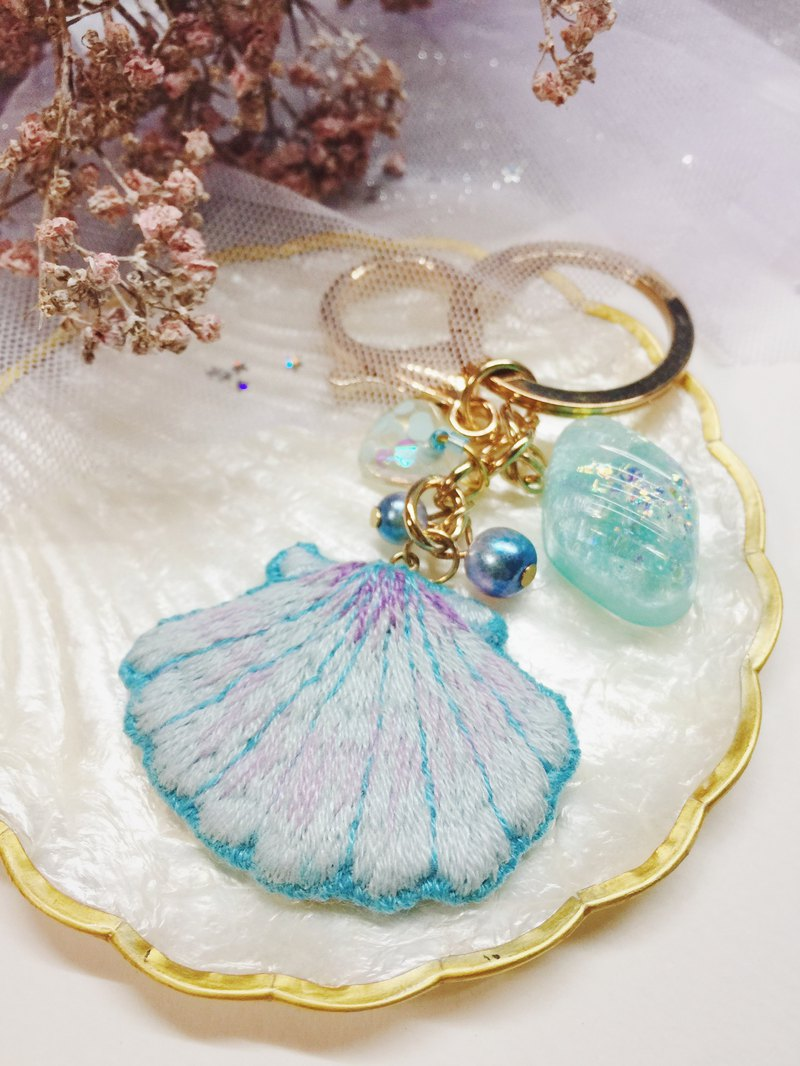 The sound of the sea - water blue shell handmade embroidery (bag charm / key ring)