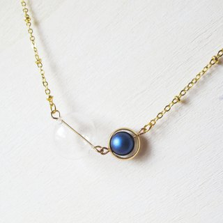 Rosy Garden glass ball with blue cotton pearl necklace