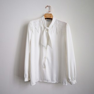 Pumpkin Vintage. Ancient white chiffon engraved bandage shirt