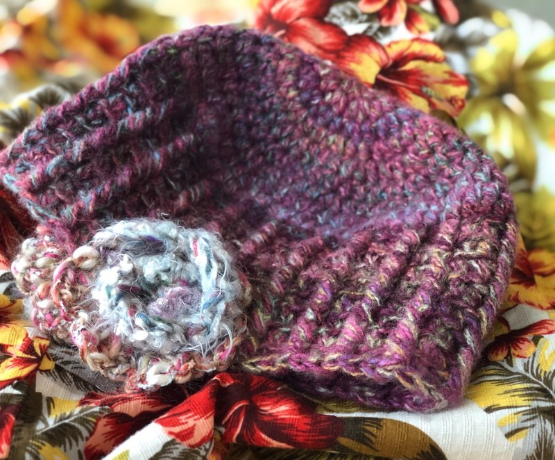 Wrapped with flowers / hand-knitted warm wool cap / crocheted hat / earmuff / hand-woven flower / gift