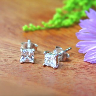 Retouching ReShi / Shining Zircon 4 Prong Square Earrings / 925 Sterling Silver