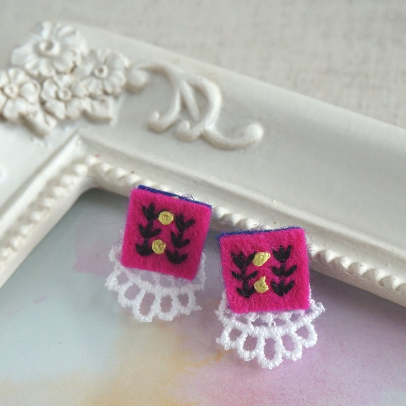 "Hand embroidery pierced earring""Vivid square2"""