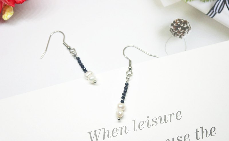Stainless steel X natural stone hook earrings <black and white world>