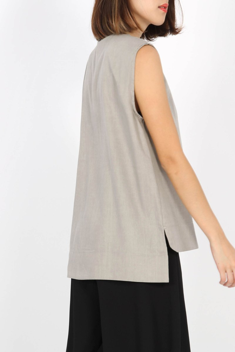 After opening and closing hidden pull sleeveless shirt - Brown